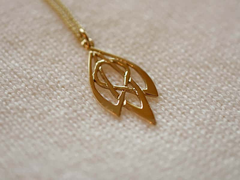 A picture of '9ct Rhiannon Welsh Gold Snowdrop Pendant''