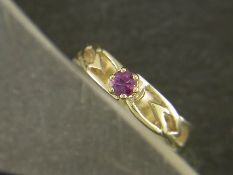 A picture of '18ct Rhiannon Welsh Gold Eiddwen Ring''