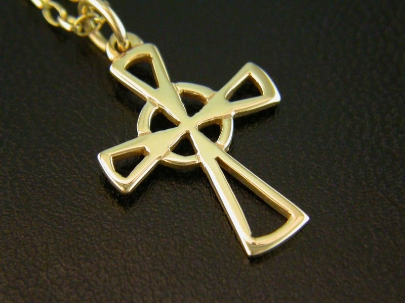 A picture of '18ct Rhiannon Welsh Gold Cross Pendant''
