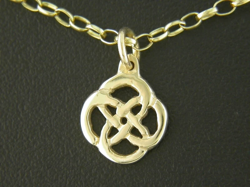 A picture of '18ct Rhiannon Welsh Gold Gwenllian Pendant''