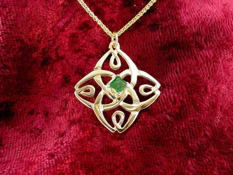 A picture of '9ct Rhiannon Welsh Gold Enlli Pendant''